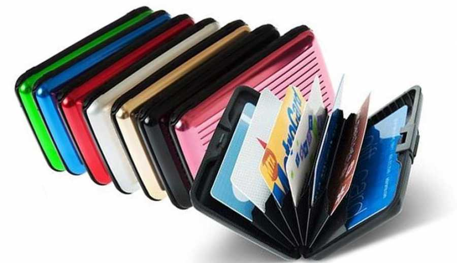 The first credit card holder that protects